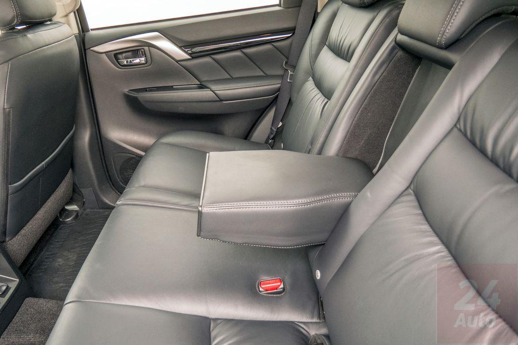Mitsubishi Pajero Sport: тест-драйв за 24 параметрами