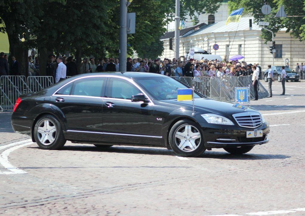 На яких машинах їздить Петро Порошенко