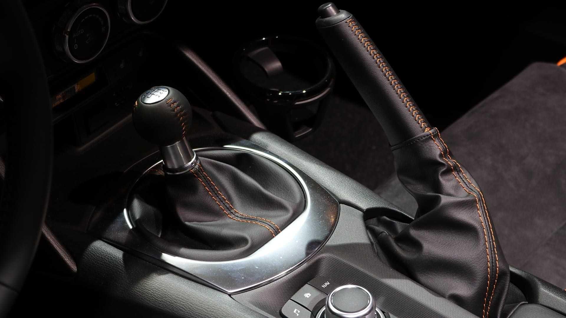 Вогняно-руда Mazda MX-5 Miata 30th Anniversary Edition осяяла стенд у Чікаго