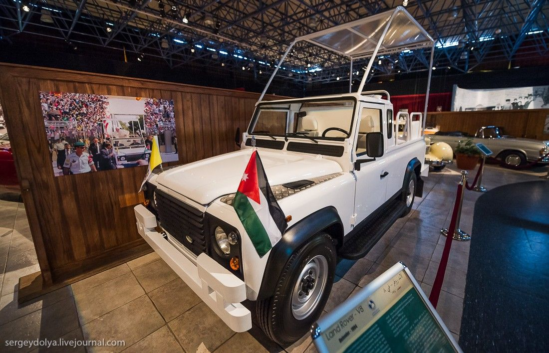 Блогер показав на фото вражаючий автопарк короля Йорданії