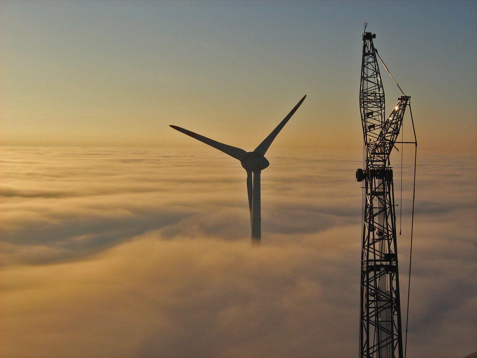Вражаюче відео: як перевозять гігантські крила вітрогенераторів