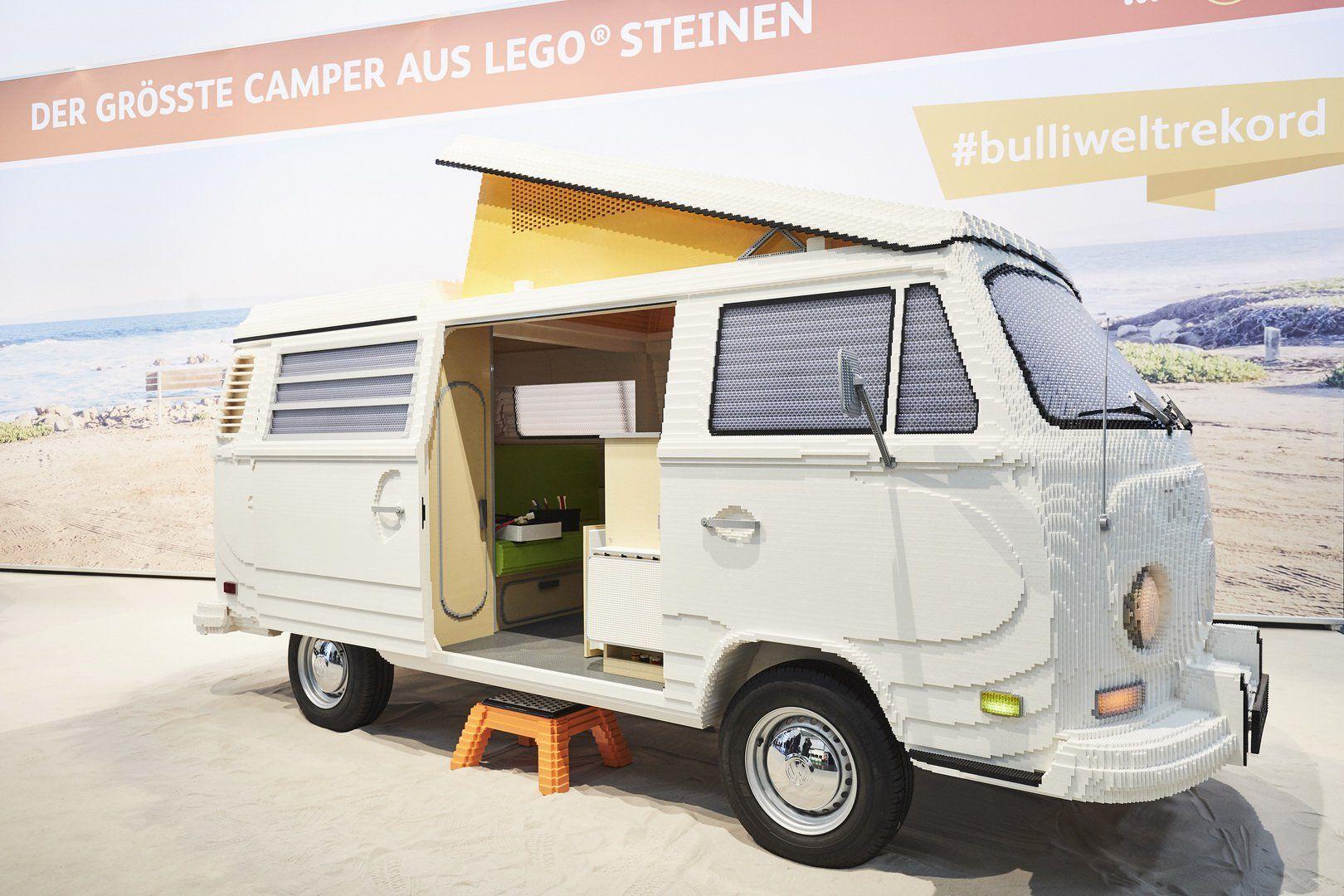 Двоє хлопців зібрали з 400 тисяч кубиків LEGO повномасштабний Volkswagen T2 Camper