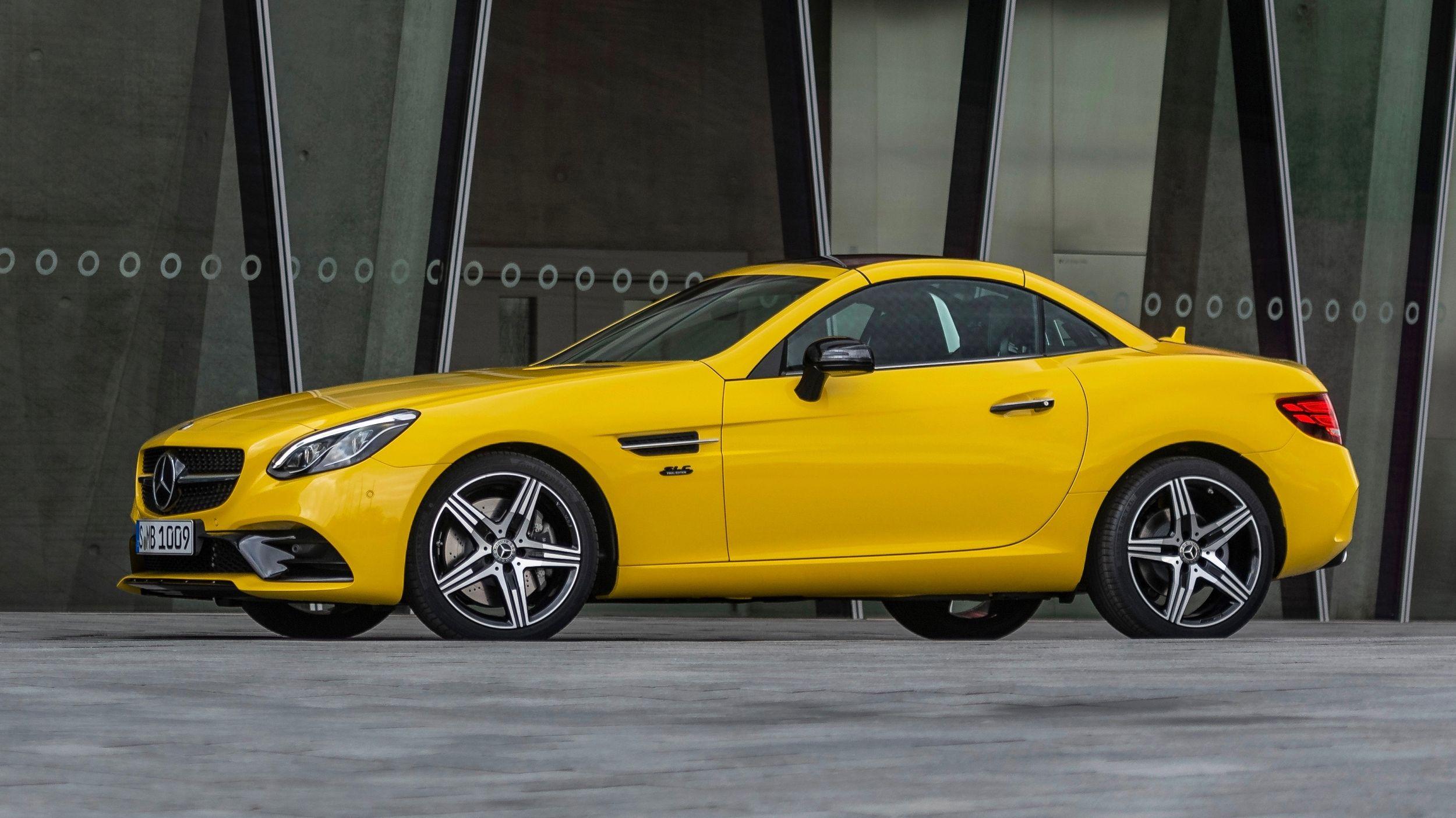 Mercedes-Benz стильно прощається з кабріолетом SLC
