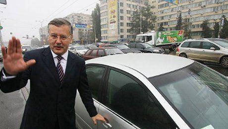 На чому їздить кандидат у президенти Анатолій Гриценко