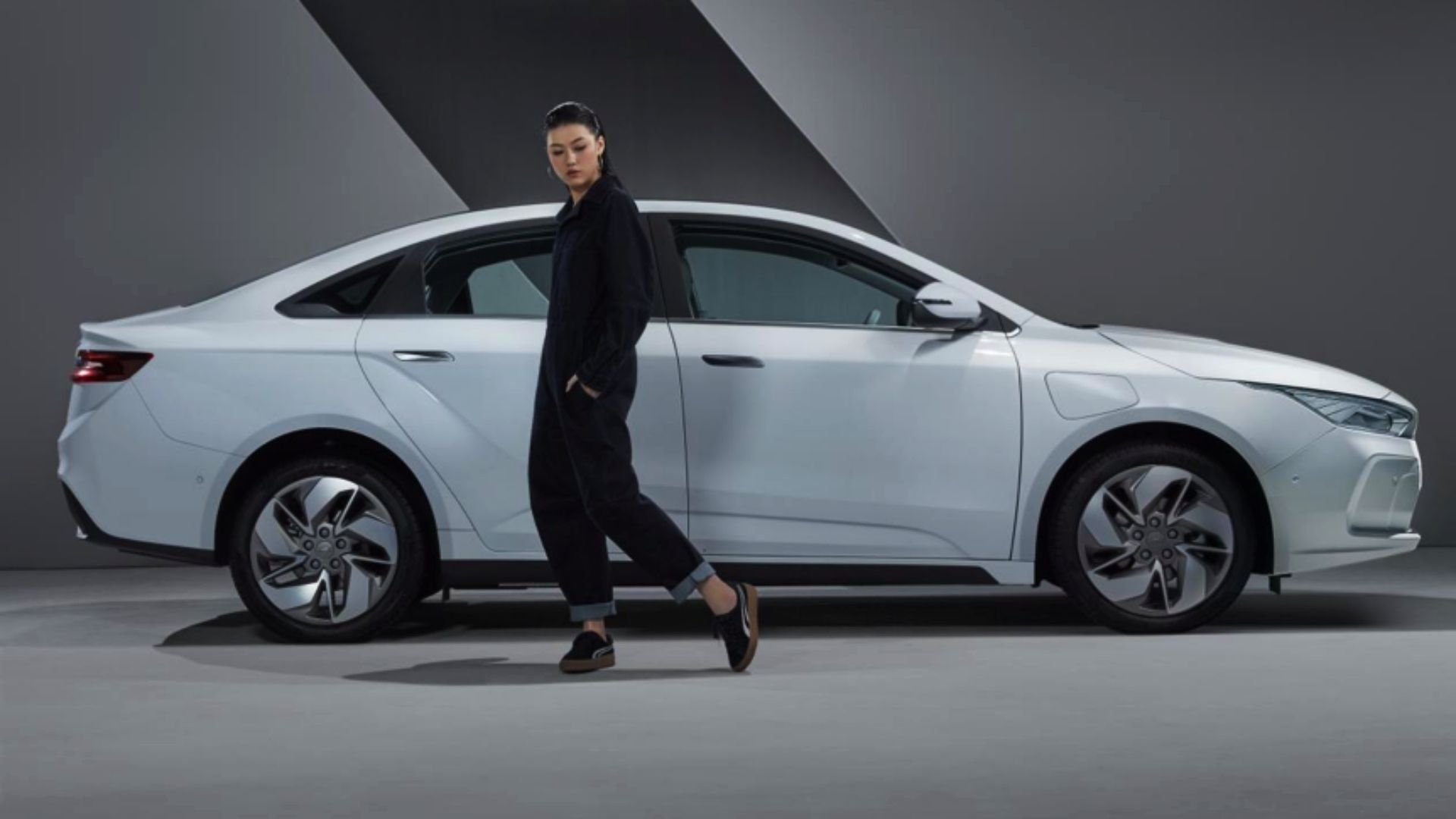 Нова модель Geely готова до протиборства з Tesla Model 3