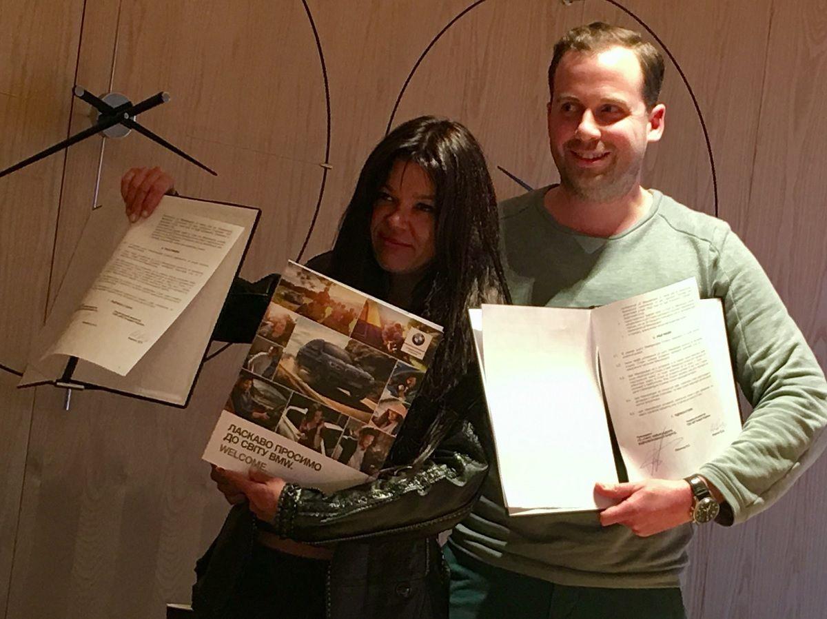 Співачка Руслана обрала 10 електромобілів BMW i3