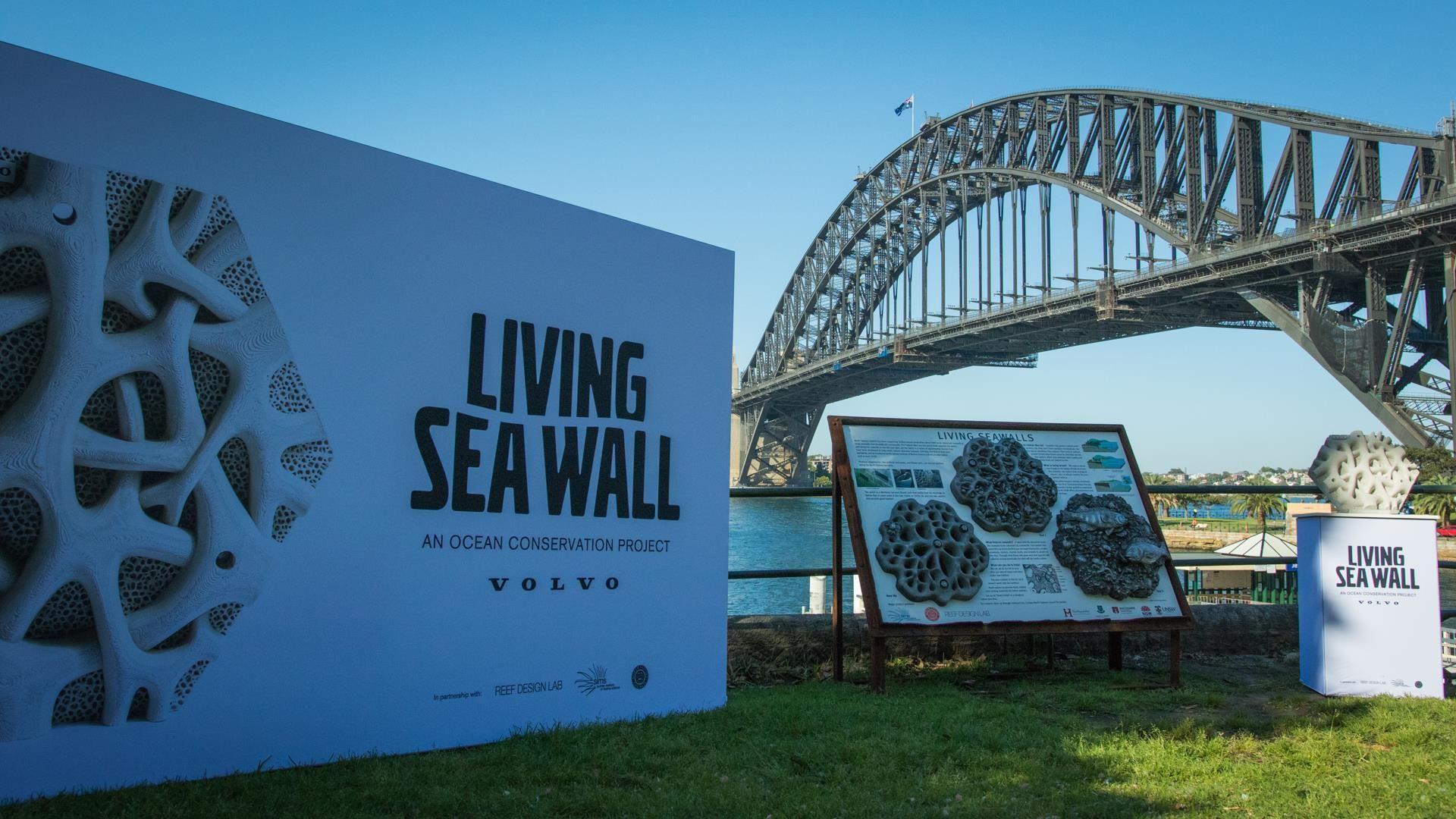 """Volvo створила """"живу стіну"""" для зменшення забруднення океану"""
