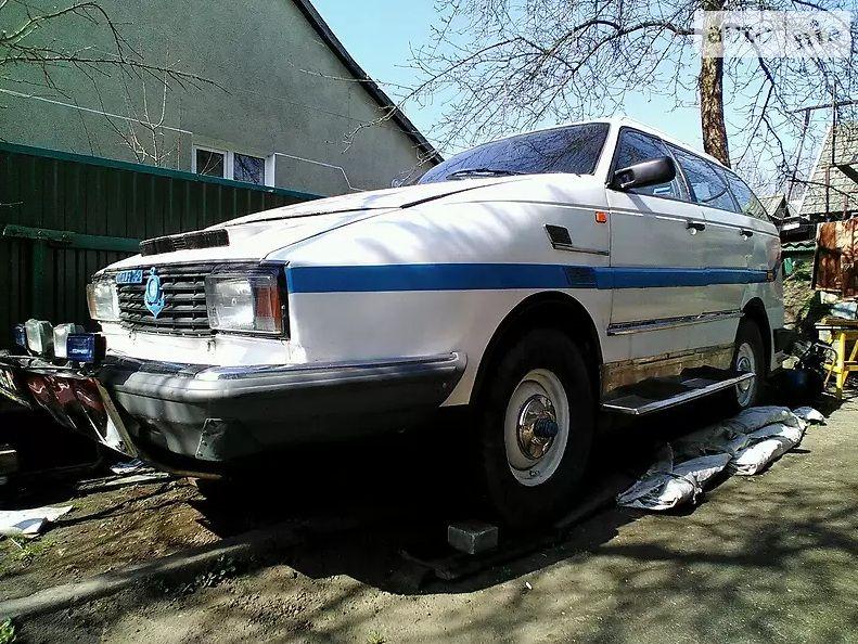 На Львівщині продають унікальний автомобіль-амфібію (фото, відео)