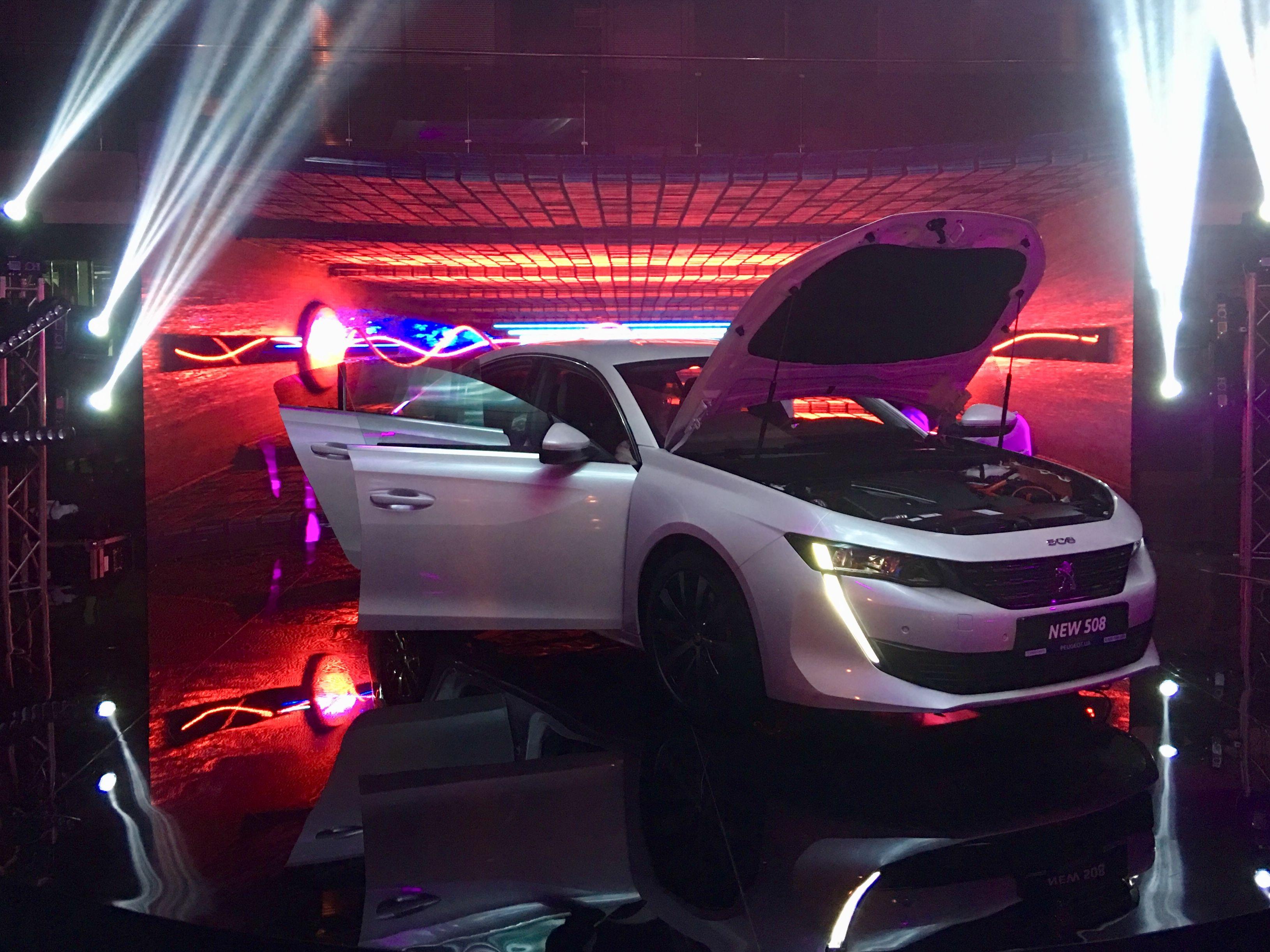 В Києві відкрився новий автосалон Peugeot