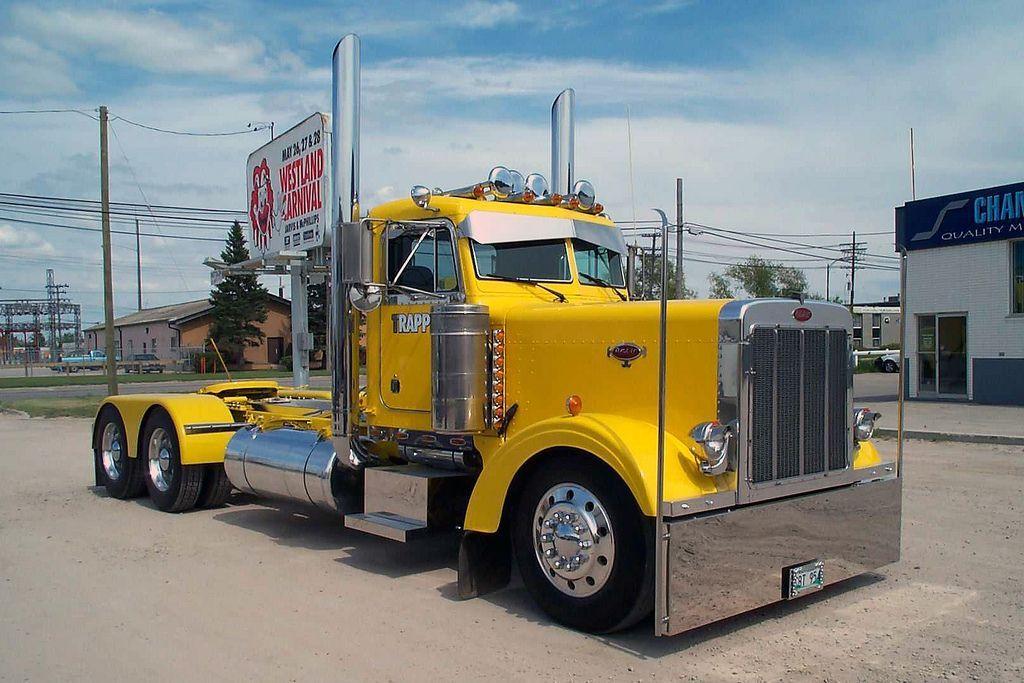 З вантажівки, джипа і пікапа зібрали одну дуже страшну машину