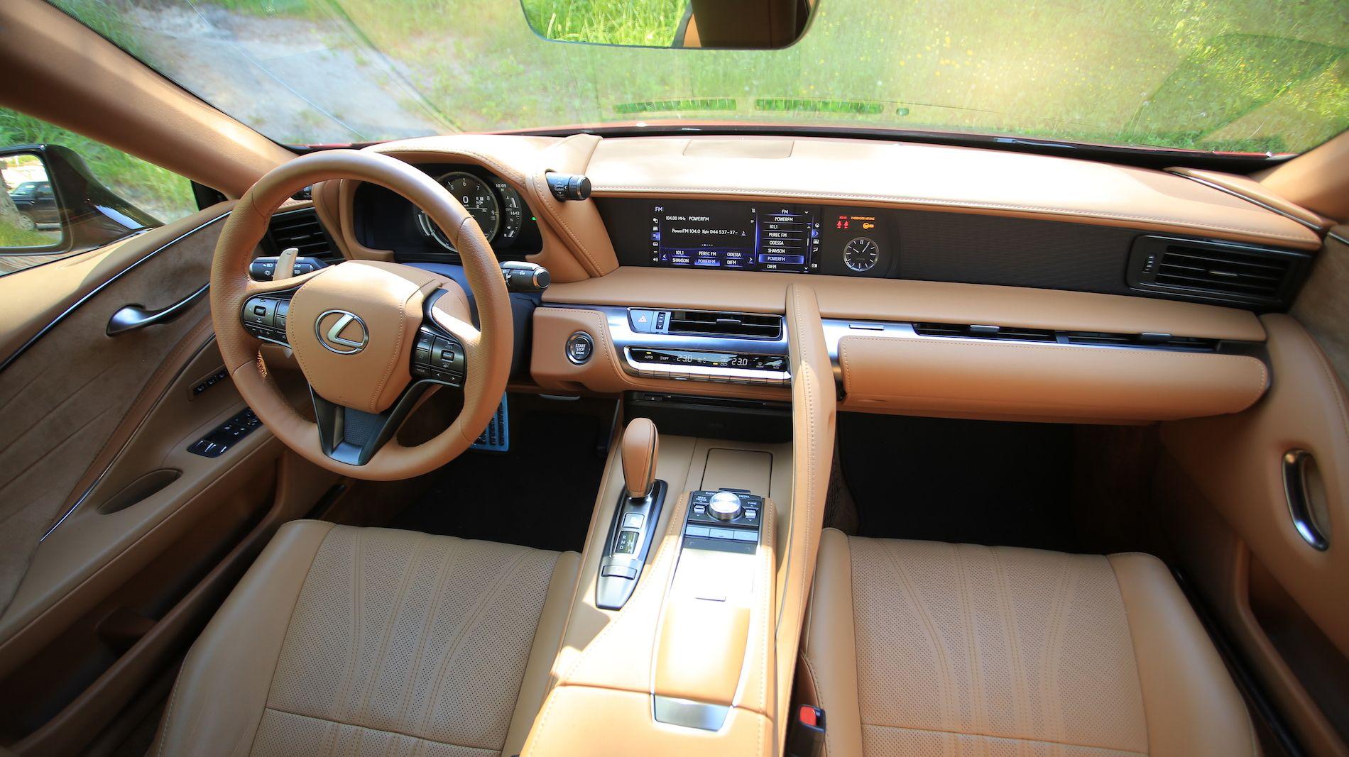 Тест-драйв Lexus LC500: Грім та блискавка