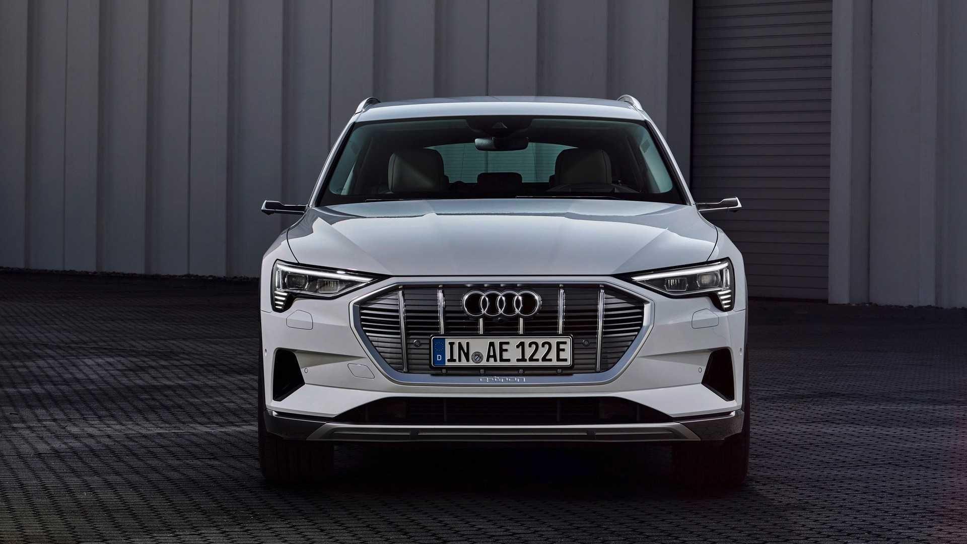 Audi представила бюджетну версію електричного кросовера e-tron