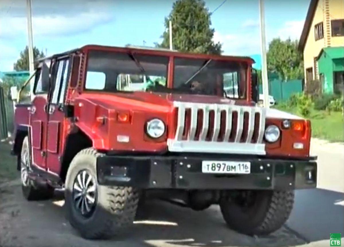Народний умілець розібрав комбайн та зібрав з нього Hummer (відео)