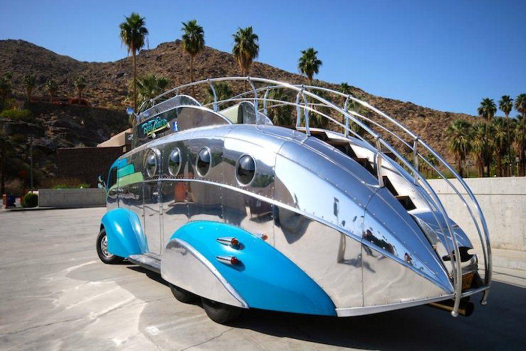 Американці схрестили підводний човен, мікроавтобус та кабріолет в одну неймовірну каравелу