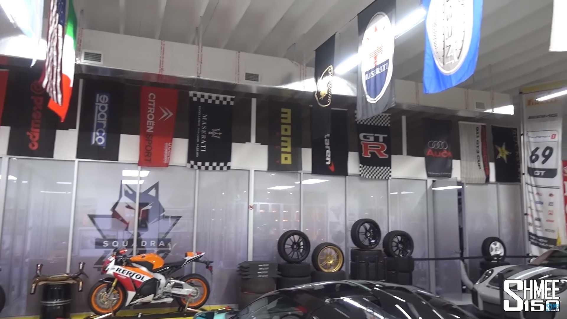 У цій шаленій колекції суперкари не тільки в гаражі, а й у вітальні (відео)