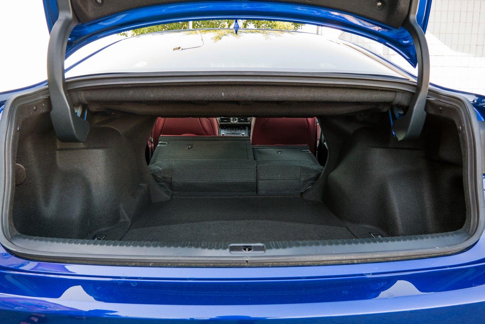 Тест-драйв Lexus IS: для тих, хто вміє насолоджуватись