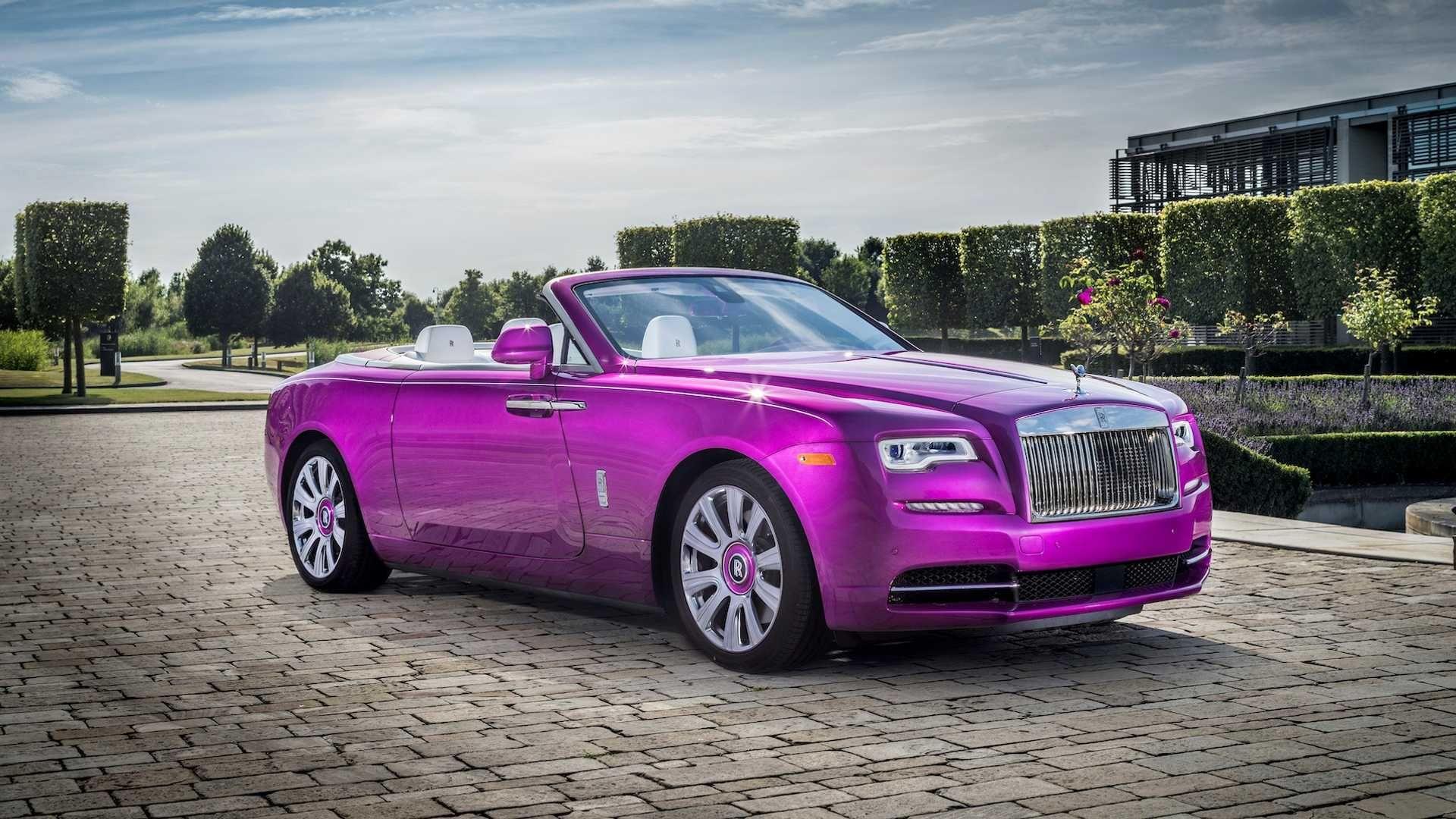 Колекціонер зібрав 12 різнокольорових Rolls-Royce