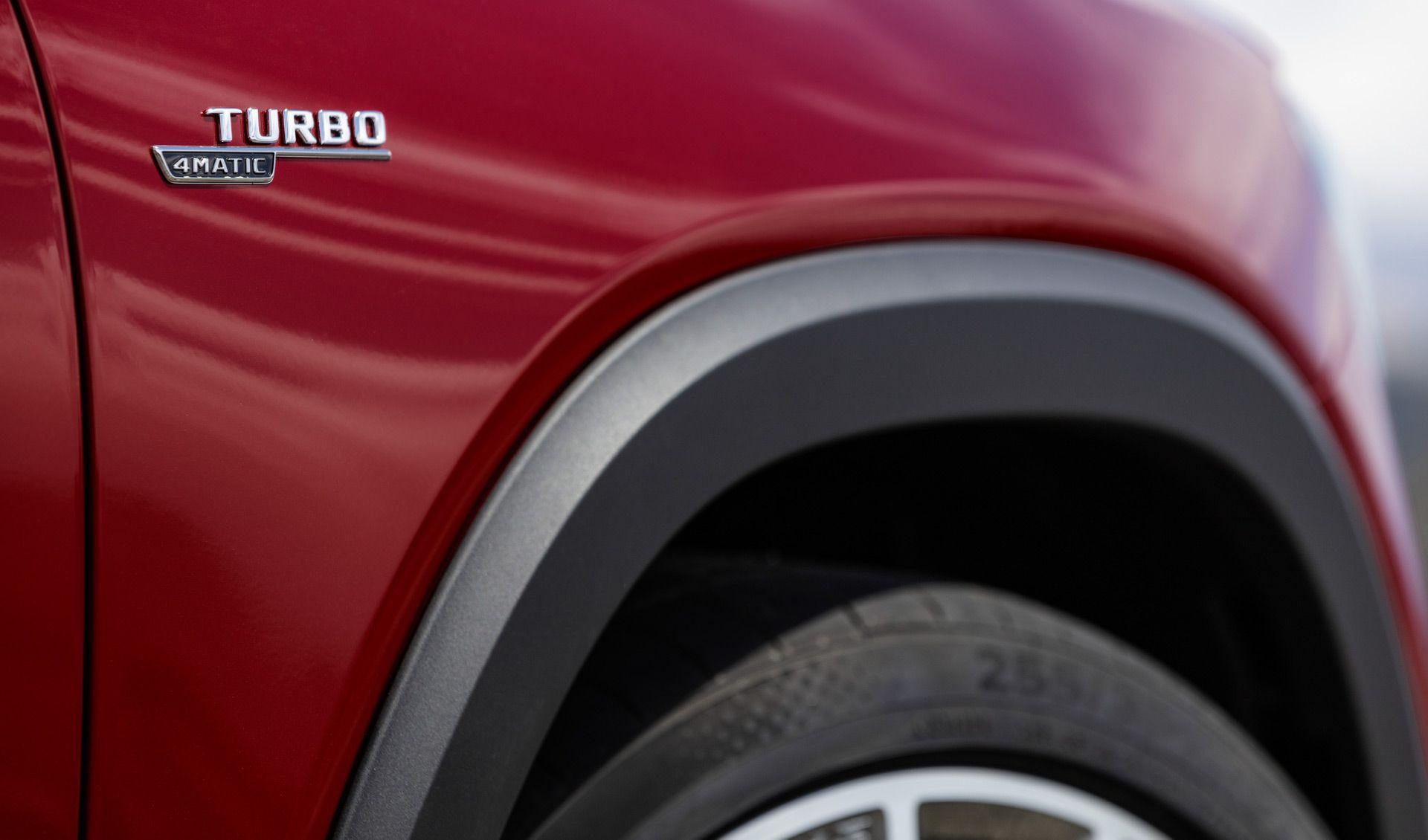 Mercedes представив гарячий кросовер AMG GLB 35 2020 модельного року