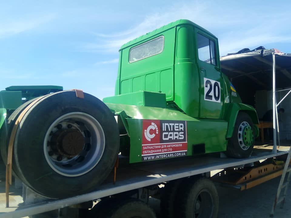 1000-сильний КрАЗ поїхав на чемпіонат з дрег-рейсінгу в Полтаву