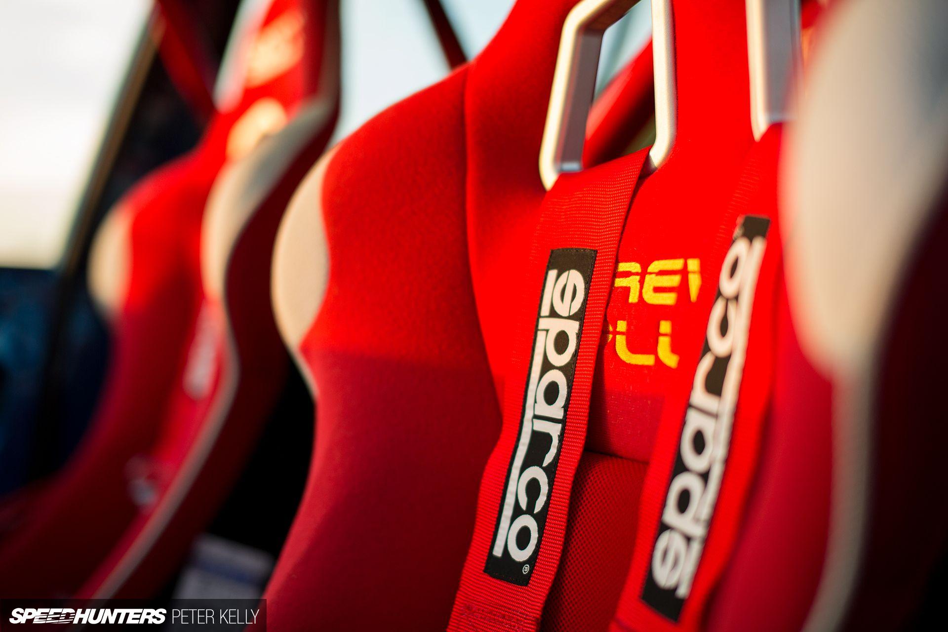 Тридцятирічний універсал Opel Omega перетворили на сімейний транспорт для родини гонщиків