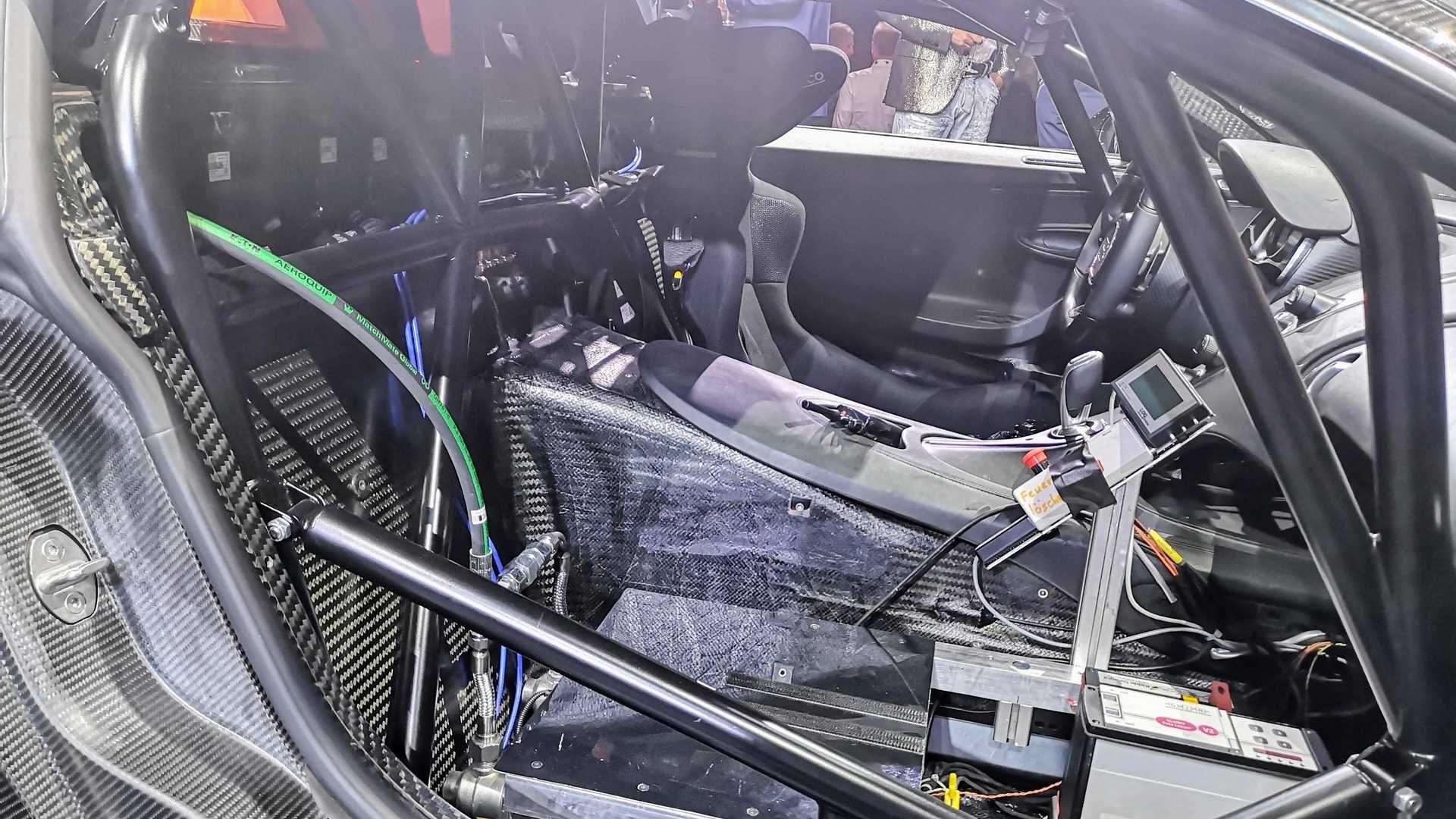 Найшвидших автомобілів у світі буде 30: саме стільки Bugatti Chiron Super Sport 300+ збудують французи