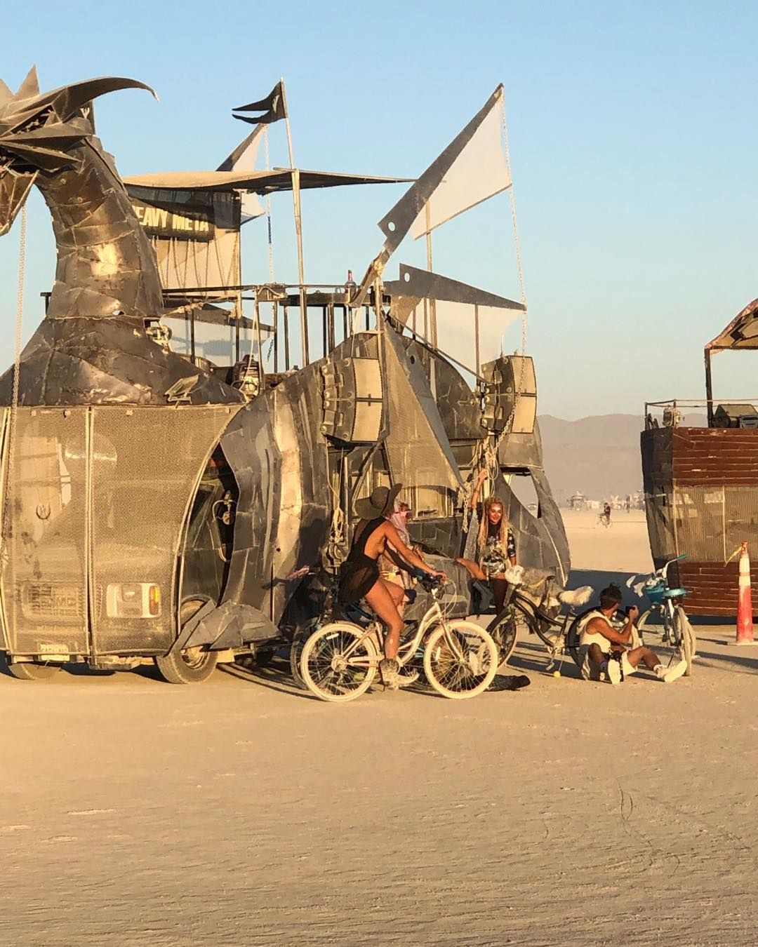 Транспорт з фестивалю Burning Man 2019: дитячі мрії та нічні жахіття дорослих зібрались на шабаші в пустелі
