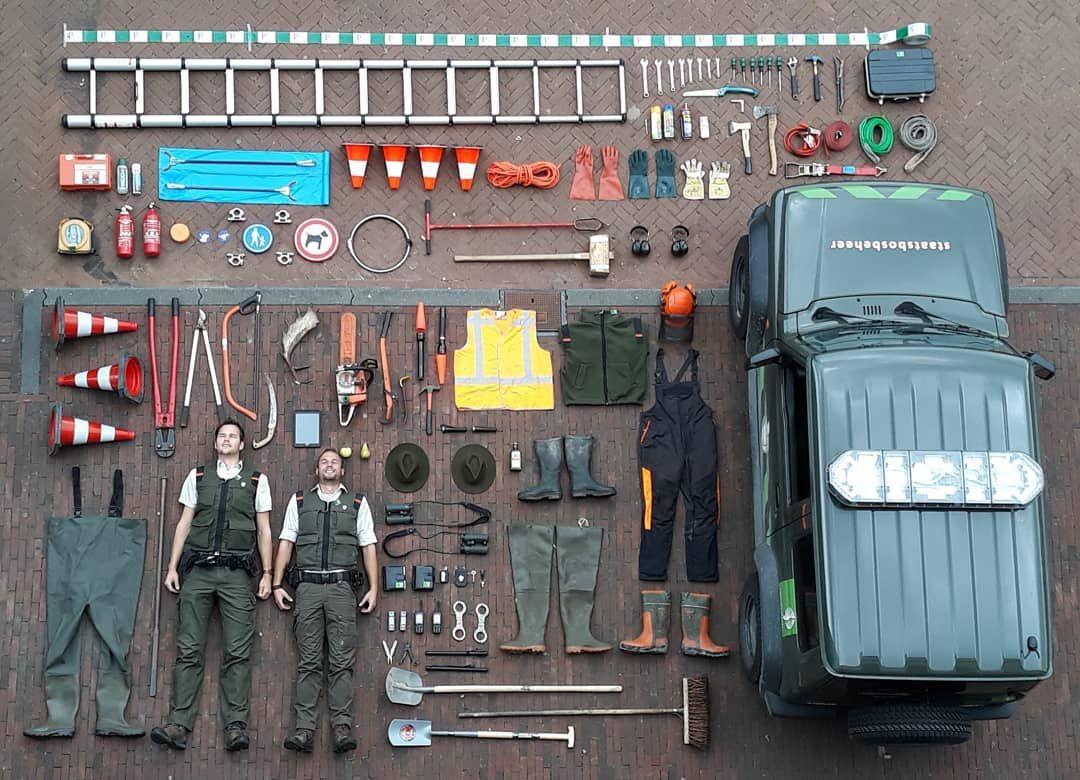Поліцейські, пожежники, рятувальники та інші хлопці в формі показують своє знаряддя у Tetris Challenge (70 фото)