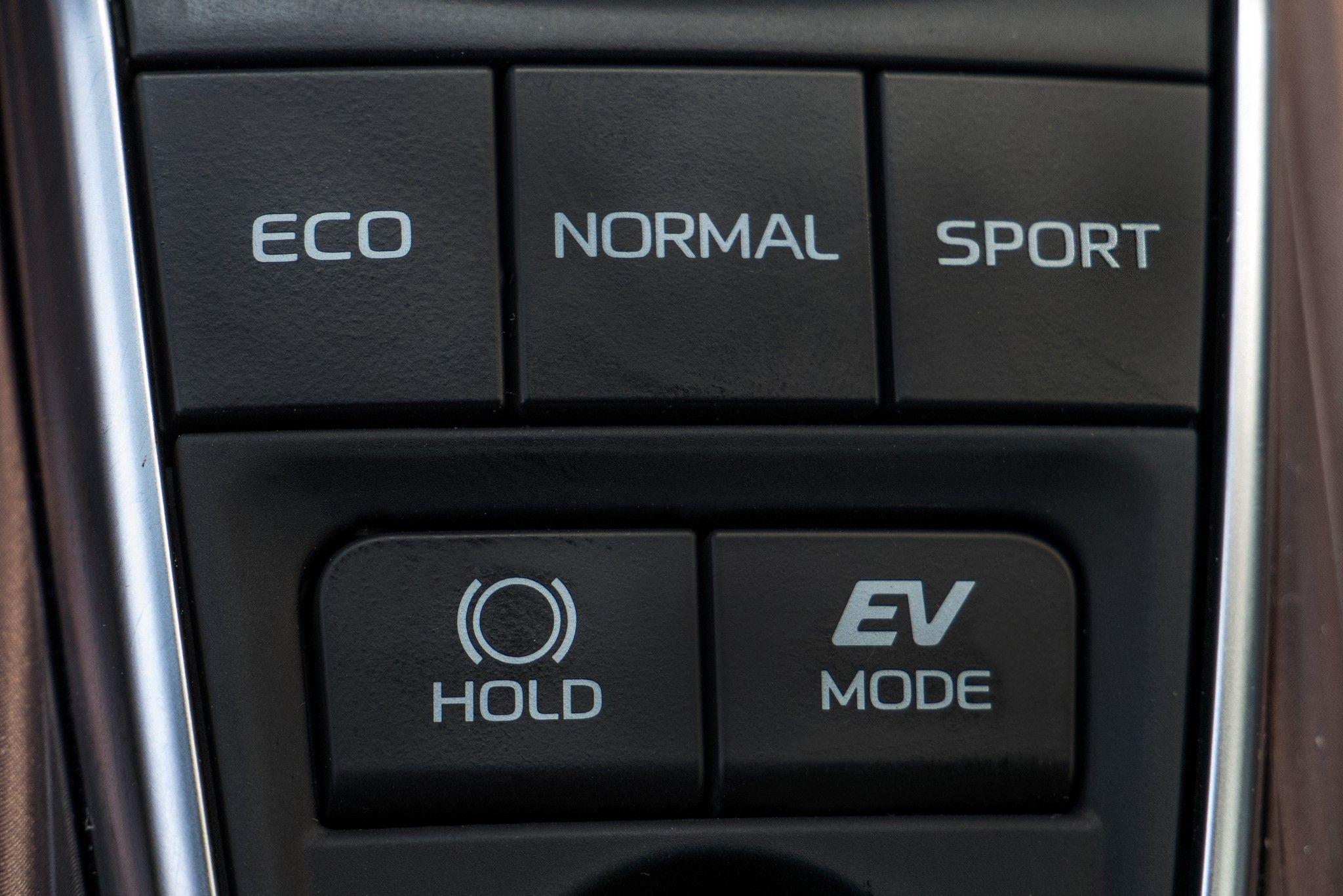 Тест-драйв Toyota Camry Hybrid – раціональний підхід