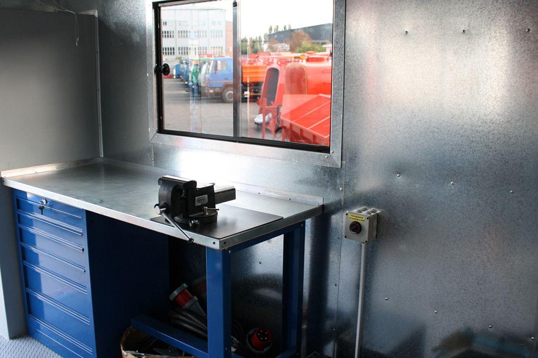 В кузові КрАЗ обладнали справжню автомайстерню: фото