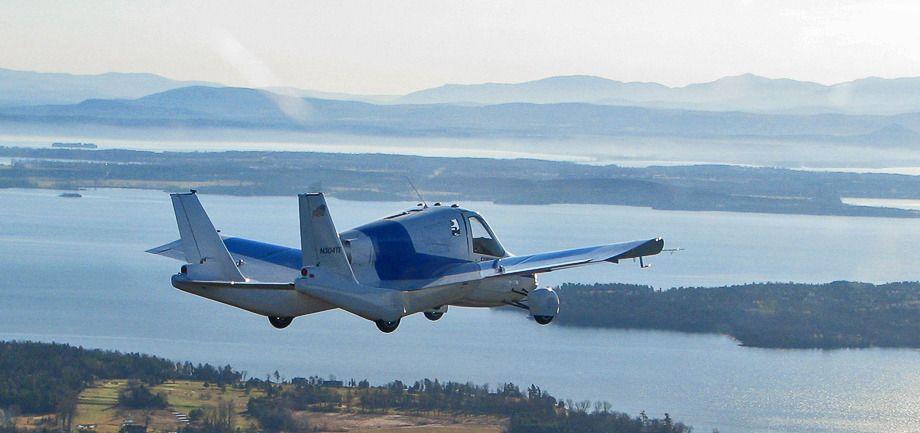 Літаючий автомобіль Terrafugia Transition зможе піднятись у небо з допомогою китайського автогіганта Geely
