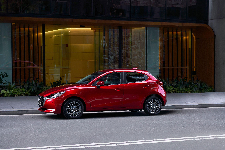 Оновлена Mazda 2 позбулась дизельного мотора