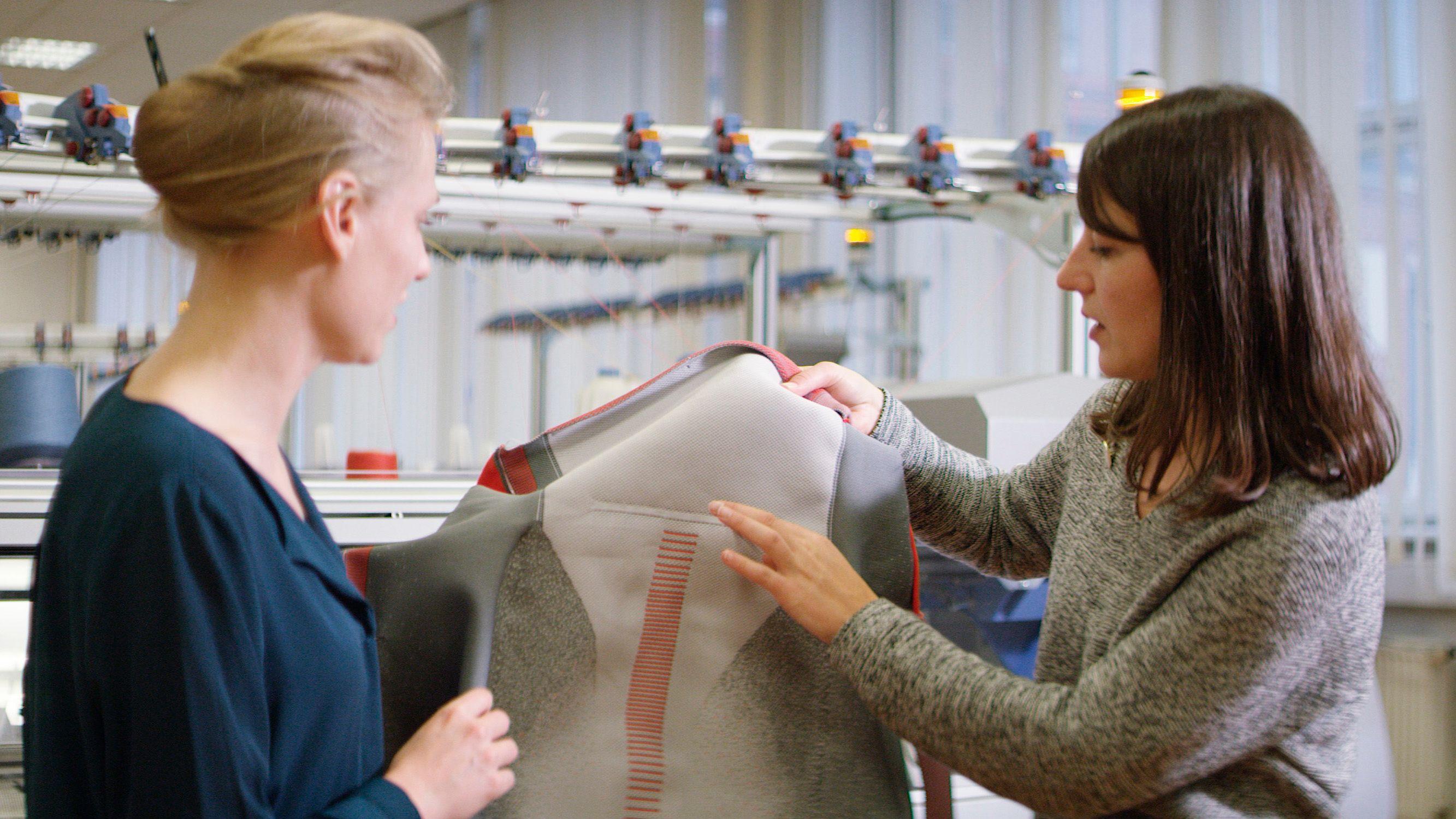 """Ford розробляє чохли для сидінь, виготовлені з """"надрукованої"""" тканини"""