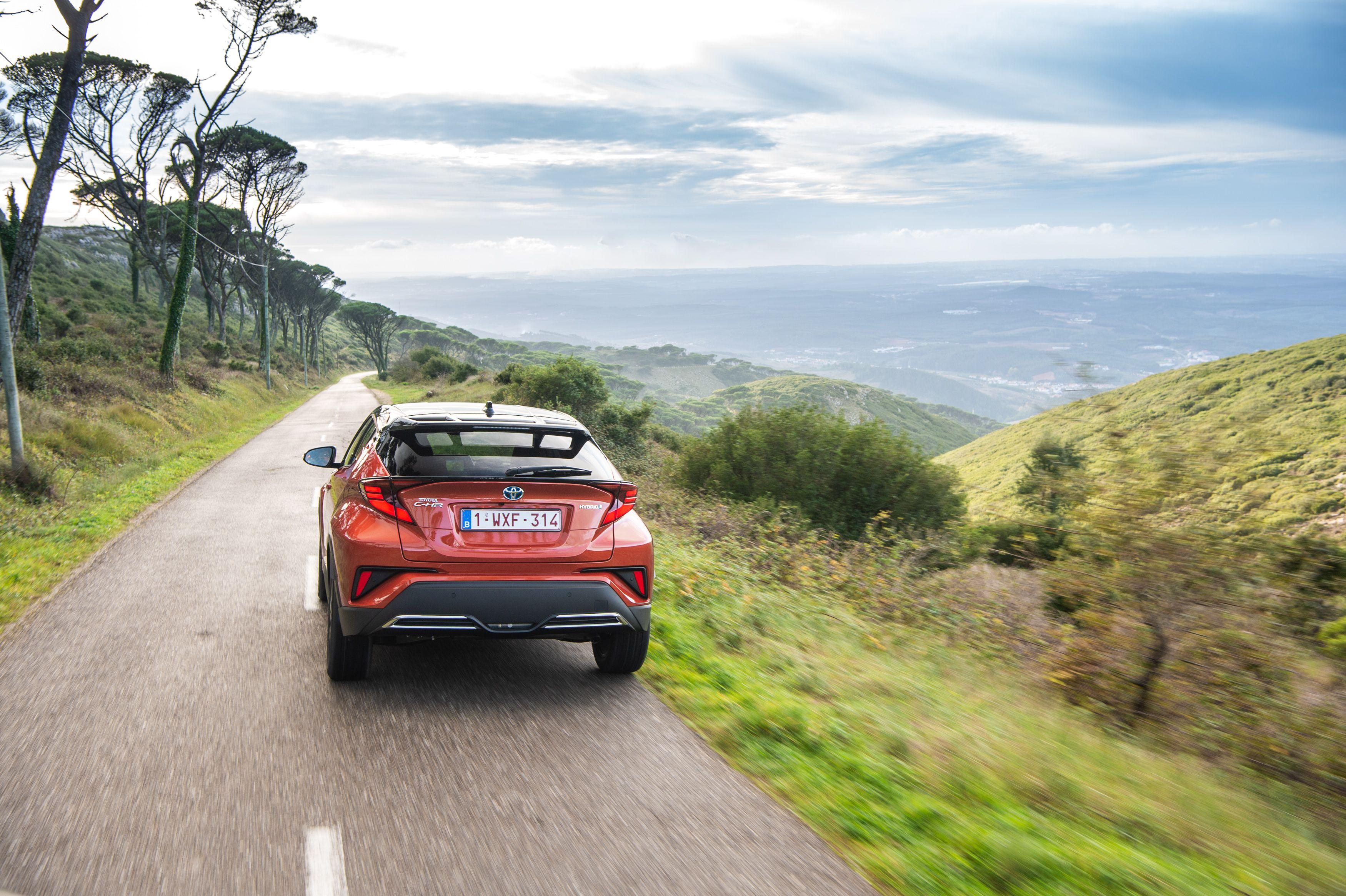 Тест-драйв Toyota C-HR: подвійна гібридизація