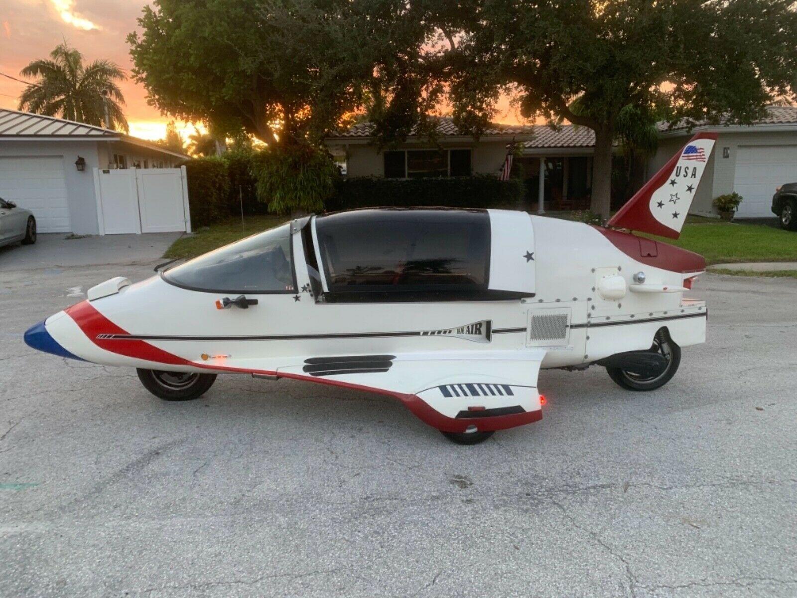 На продаж виставили ультрарідкісний автомобіль-літак з двигуном від мотоцикла