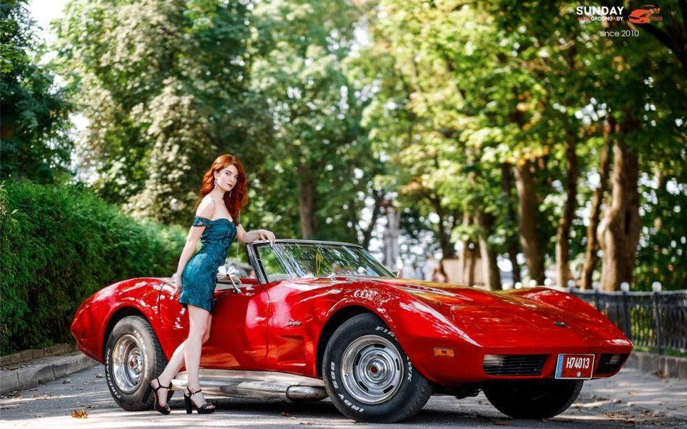 12 чарівних місяців у календарі з білоруськими красунями та авто від фестивалю SunDay