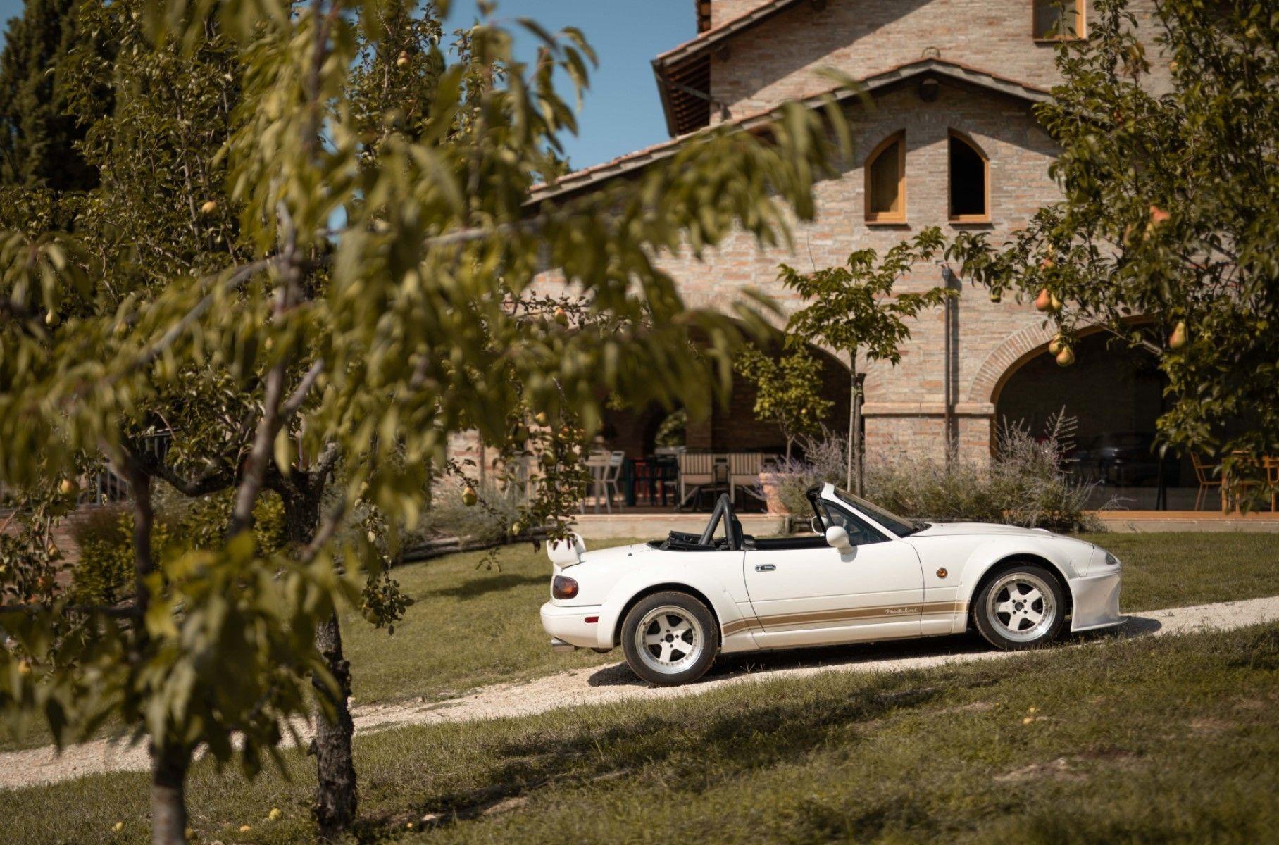 Італієць збудував райський куточок для фанатів Mazda MX-5 Miata