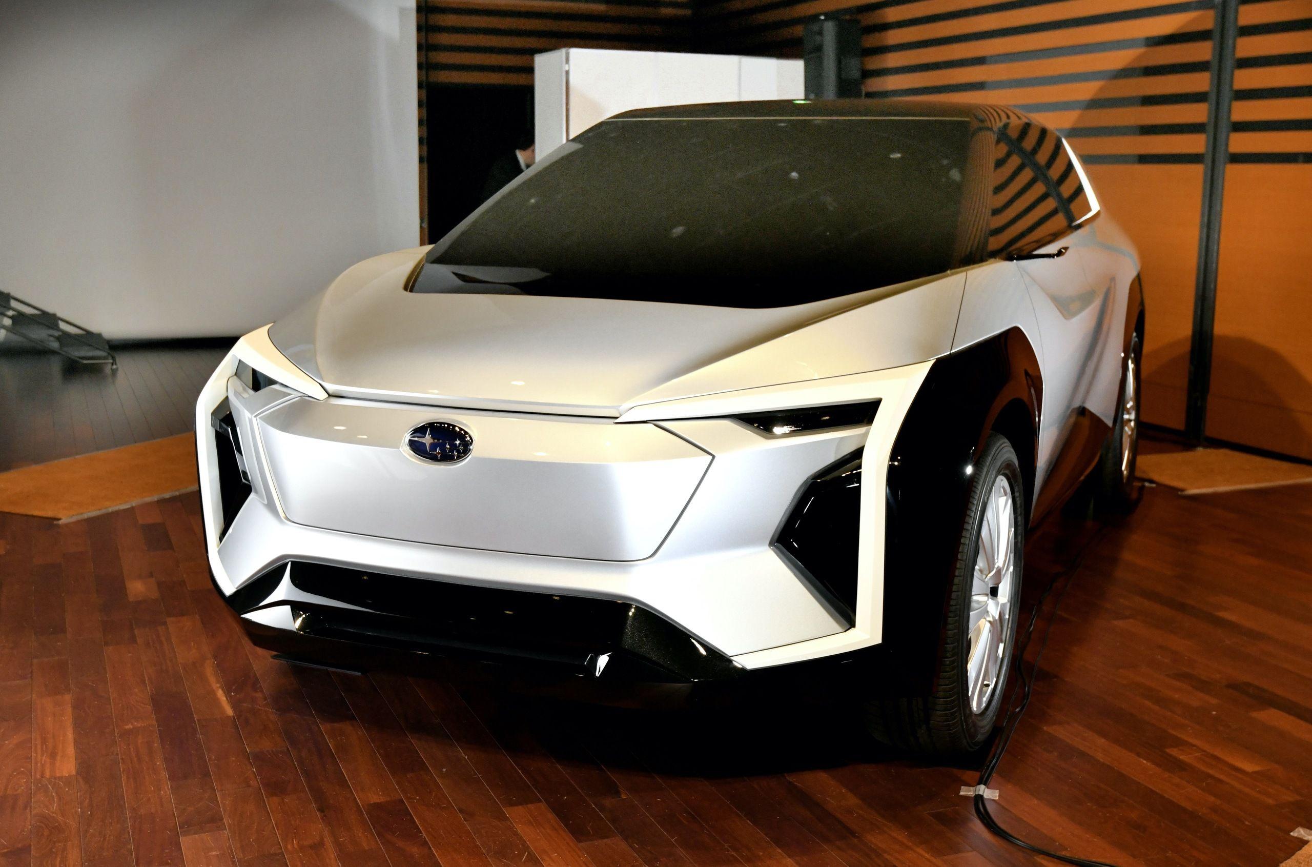 Subaru показала свій перший електрокар, розроблений спільно з Toyota