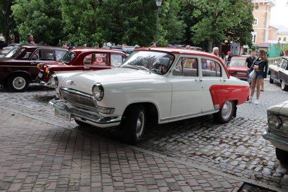 Які ретро-авто вивозять з України