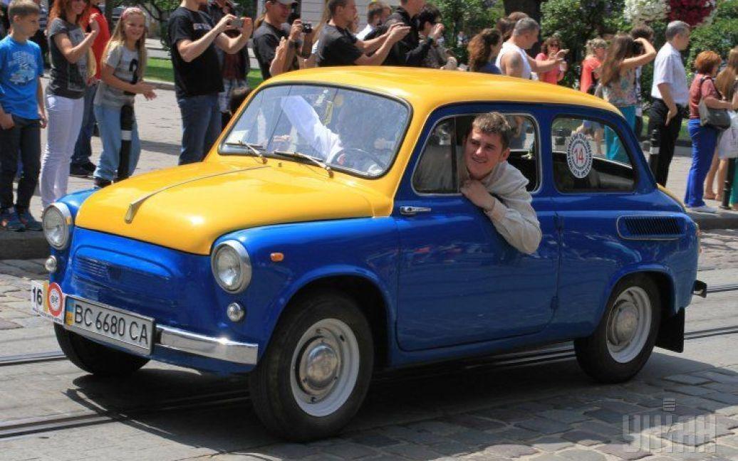 День Флага: самые известные желто-голубые автомобили 5