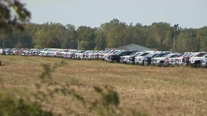 Сотни недоделанных автомобилей ожидают чипы (фото) 1