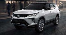 Toyota Fortuner оновився, слідом за пікапом Hilux