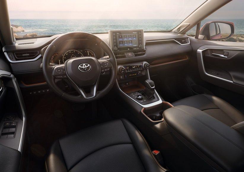 Интерьер нового Toyota RAV4