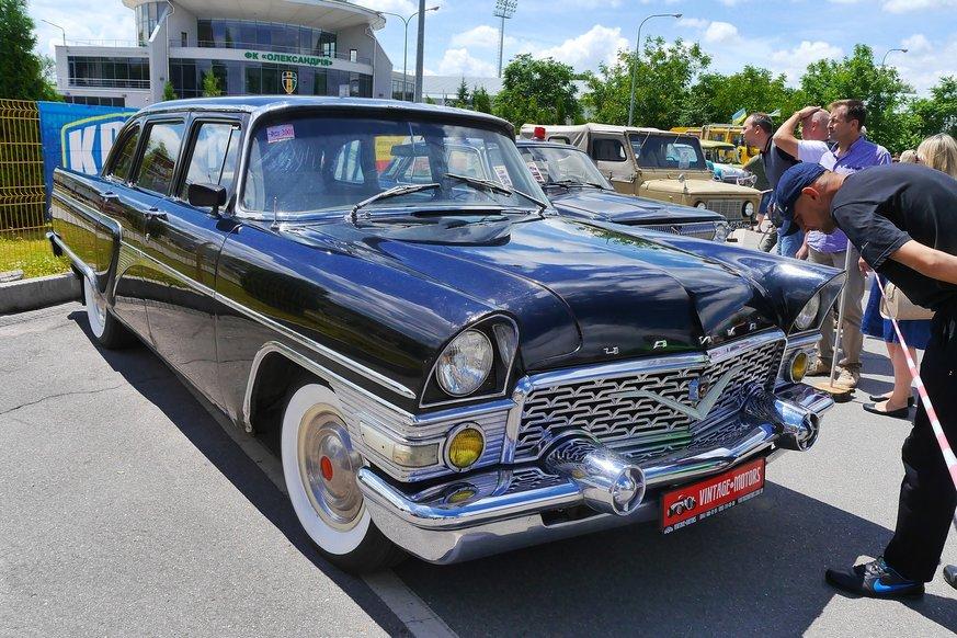 Практически каждый ретроавтомобиль – предмет культурного наследия всего  государства. Но пока об этом заботятся только сами владельцы старой техники. 7ca70237d3d