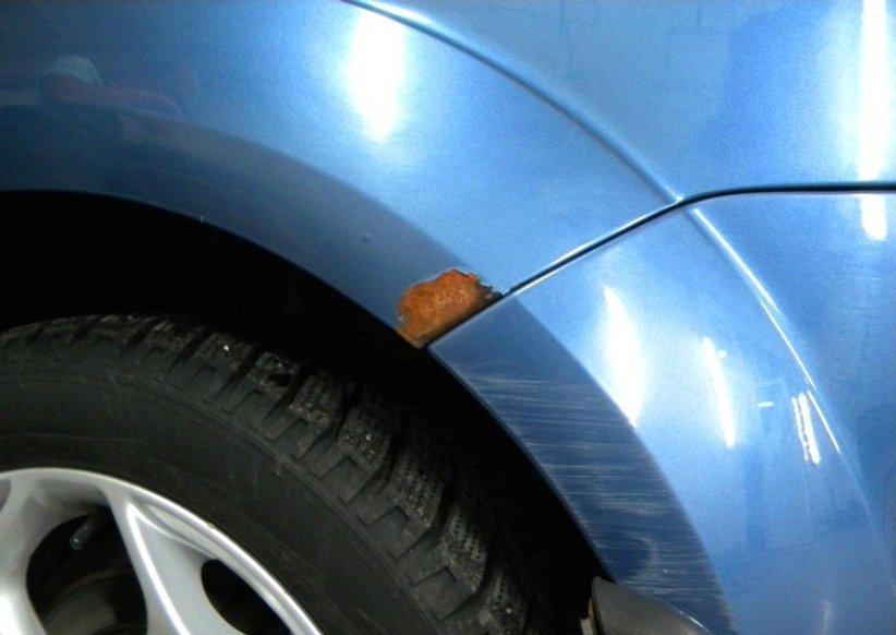 Кузов погано захищений від корозії – навіть невеликі відколи швидко покриваються іржею