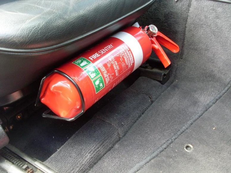 А якщо пожежа: як гасити вогонь в авто