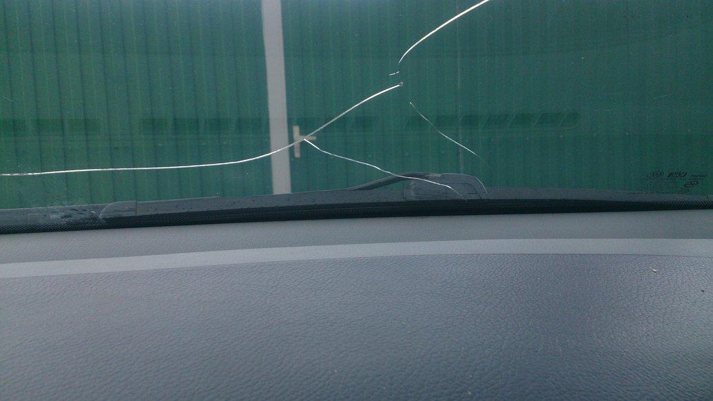 Почему плохо, если поцарапано лобовое стекло, и что делать