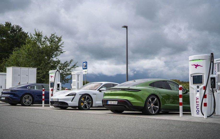 Український імпортер назвав ціни у гривні на електричний Porsche Taycan