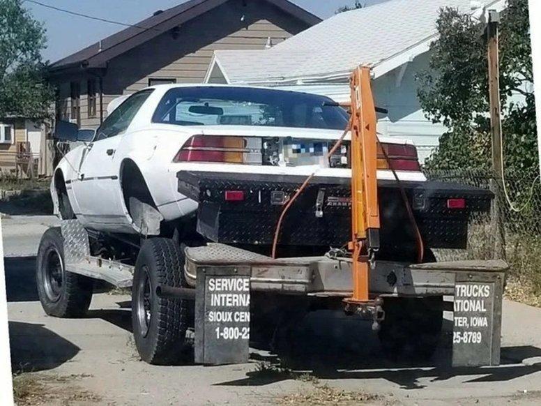 Автомобілі, що стали жертвами нелюдських гаражних експериментів: фото