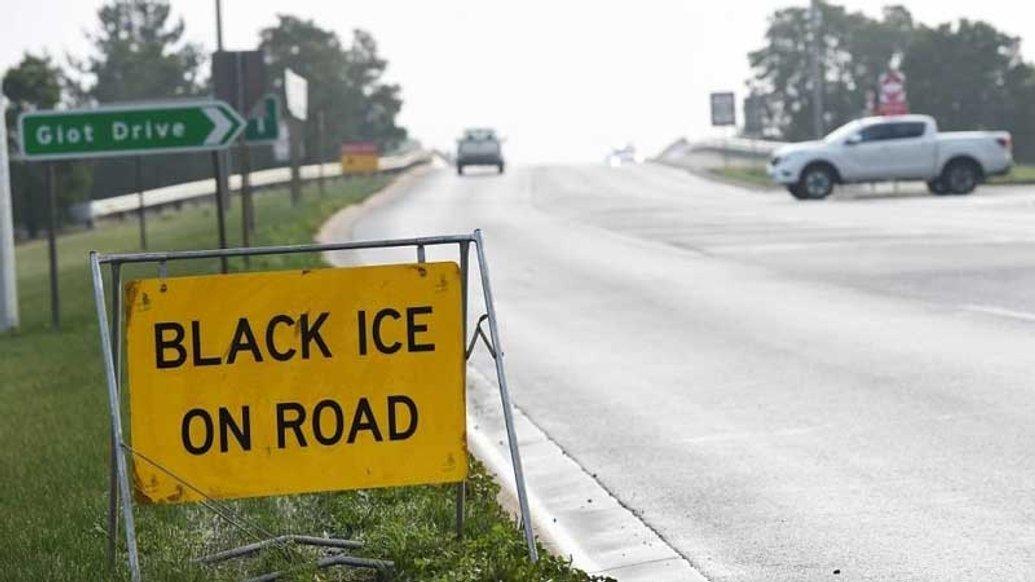 Що таке чорна крига на дорозі і що з нею робити
