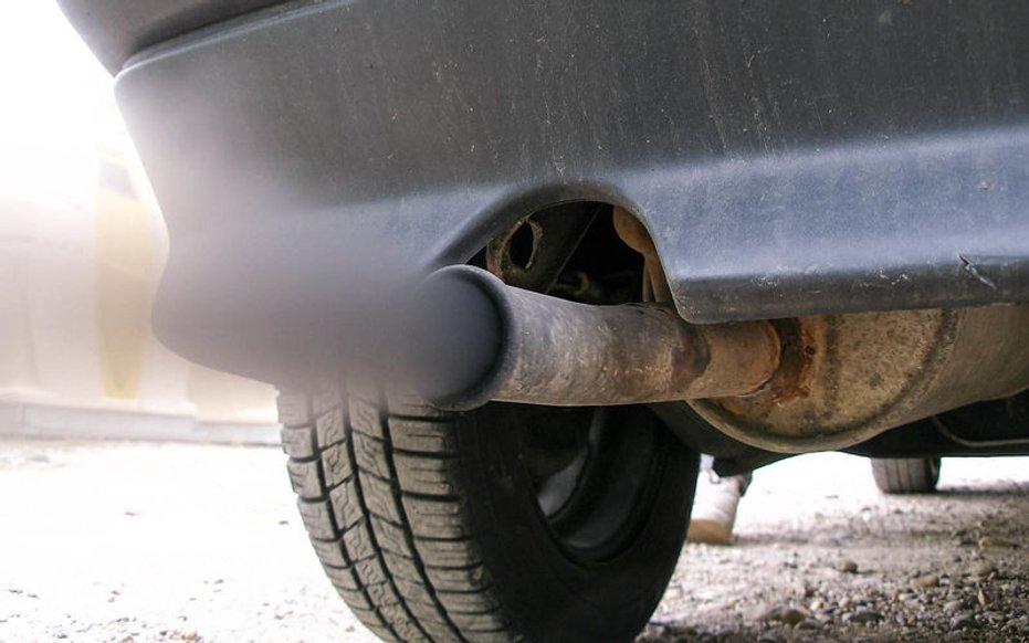 Чому в машині смердить соляркою